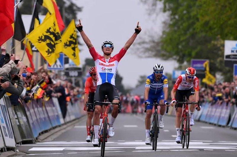 """Mathieu van der Poel venceu a clássica """"De Brabantse Pijl""""   de forma avassaladora."""