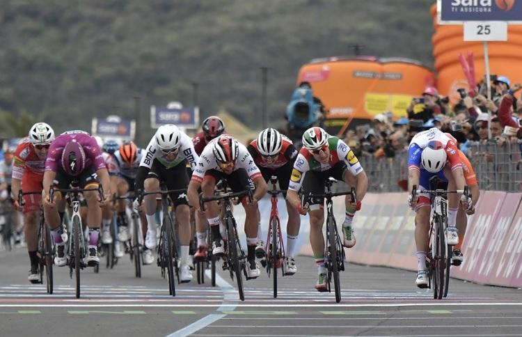 Giro de Itália, etapa 3 – Seria o dia de Viviani, mas não foi