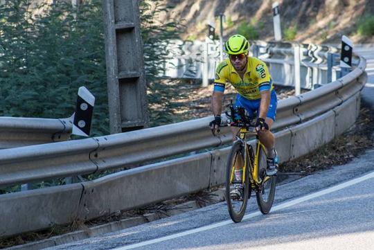 Triatleta Rafael Delaunay  Gomes percorreu a estrada N2 em 24 horas e 24 minutos