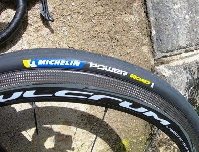 Vídeo – Vantagens pneus Michelin Power Road 28mm.